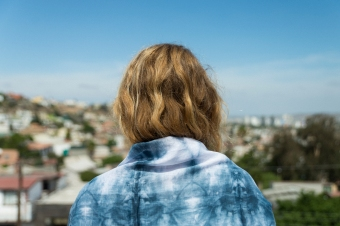 Hand dyed Shibori scarf. Photographer Laia Gutierrez http://www.laiagutierrez.com/